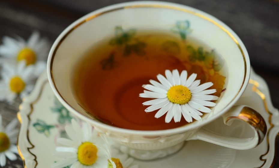 Natural ways to have a miscarriage: chamomile tea