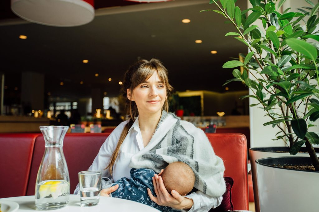 How Much Water Should I Drink While Breastfeeding?