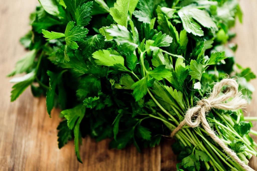 Natural ways to have a miscarriage: parsley